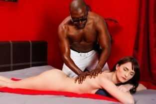 curva matura pune pizda pe fata la sclav
