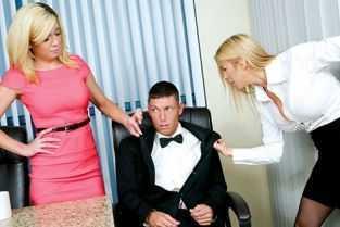 mame sexy in bucatarie cu fiul