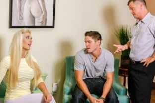 porno mama se imbraca in fata fiului