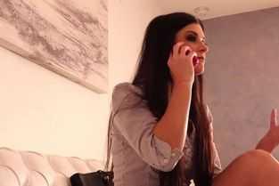 un tanar este pus de o gagica sa ii dea limbi in pizda